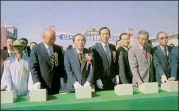 1979년 10월 26일 삽교호 방조제 준공식에 참석한 박정희 전 대통령. 1979년 10월 26일 삽교호 방조제 준공식에 참석한 박정희 전 대통령.